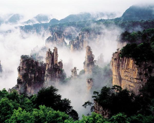 —杨家界风景区:杨家界景区位于张家界西北部,东连袁家界,北邻